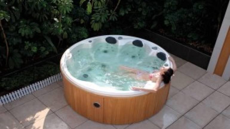 Le spa jacuzzi extérieur et leurs bienfaits. Nos offres de spas.