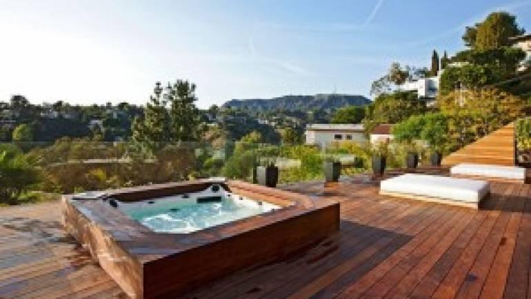 Spa de nage vs jacuzzi extérieur: lequel choisir ?