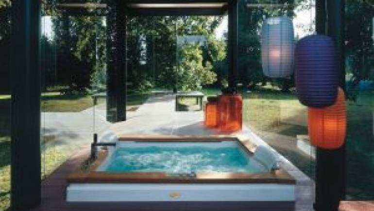 Petites piscines pour le jardin: le jacuzzi extérieur