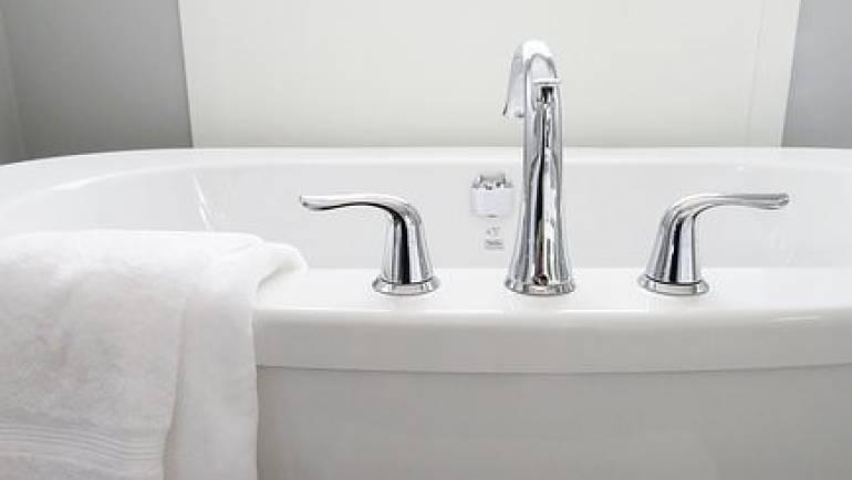 Les avantages de la baignoire îlot dont vous pouvez profiter dans le Web de l'Hydromassage