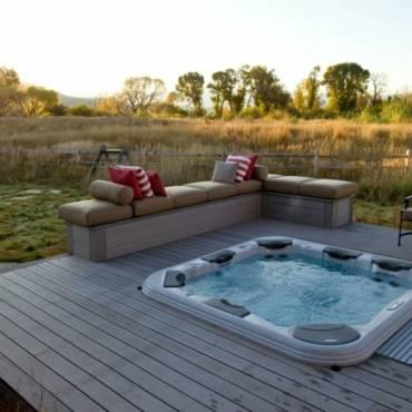 10 raisons d'avoir des piscines avec jacuzzi d'extérieures