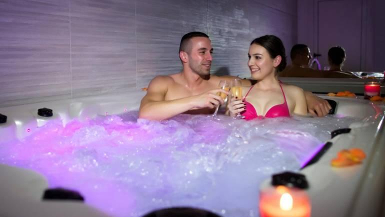 Une baignoire balnéo jacuzzi chez vous