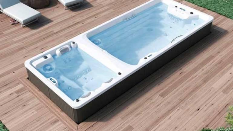 Le pouvoir d'un grand spa extérieur par rapport à une piscine conventionnelle